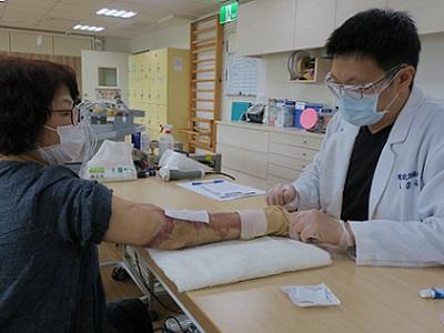 陳阿姨的壓力衣  針針體貼與關心-東區中心的服務故事